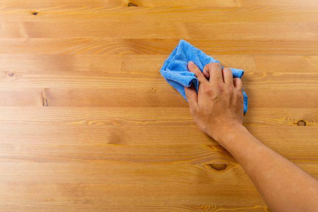 limpia y renueva la madera con este simple remedio de dos ingredientes. Black Bedroom Furniture Sets. Home Design Ideas
