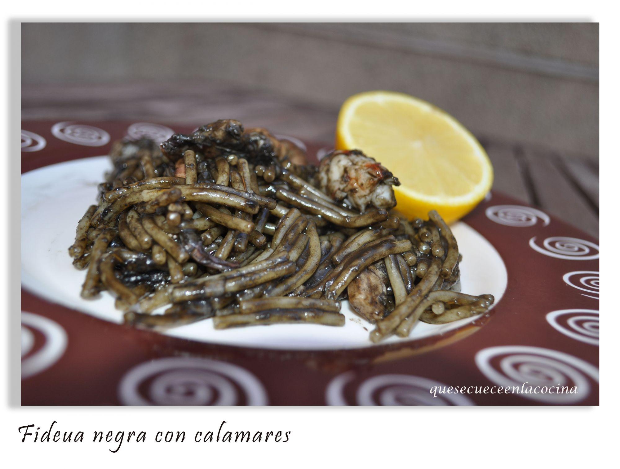 Tallarines de calabacn Fideuá negra con calamares