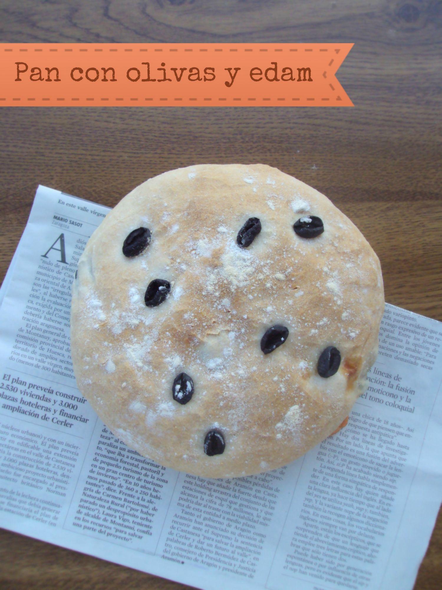 Pan con aceitunas negras y queso (3.5/5)
