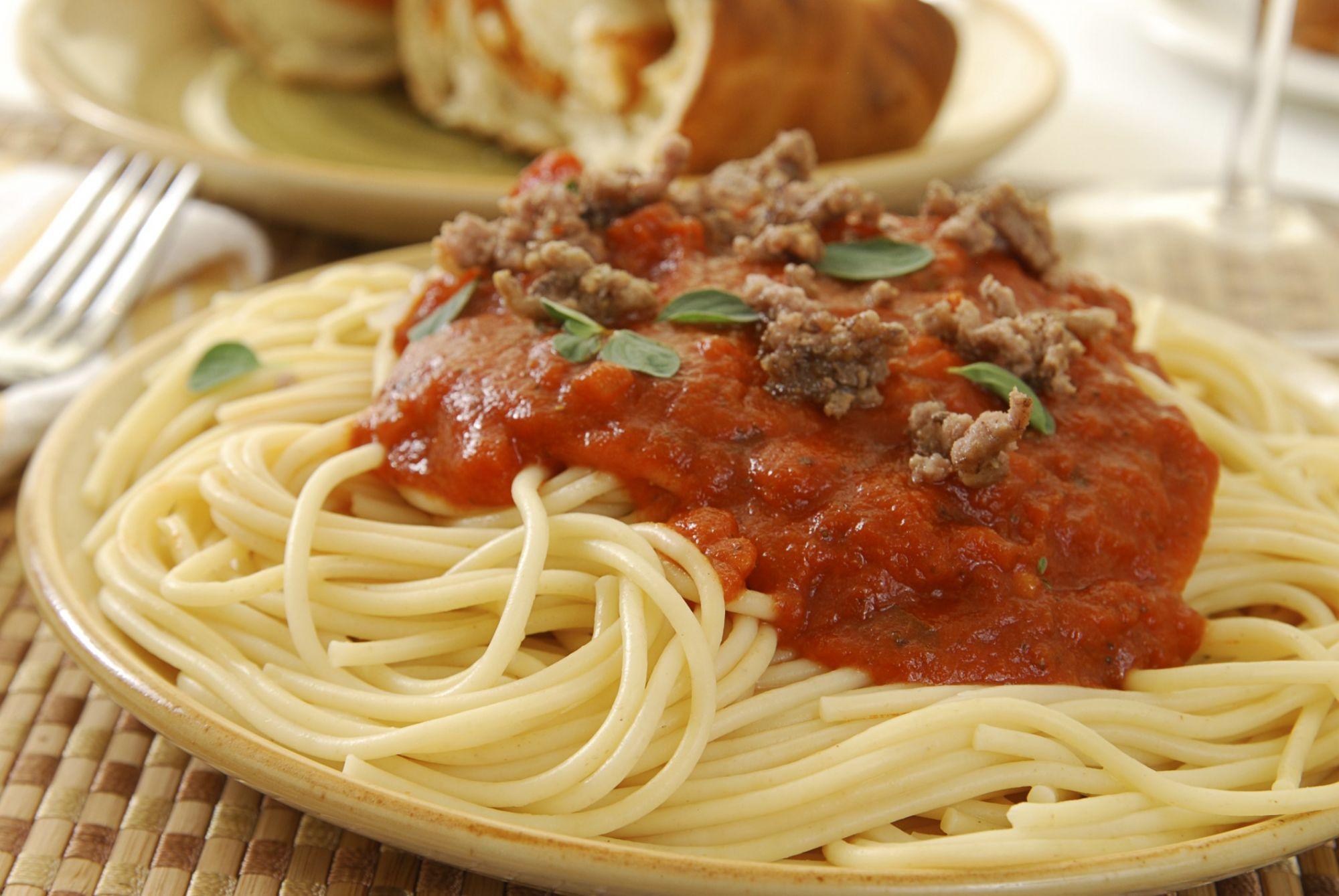 Espaguetis con salsa casalinga 4 5 5 for Platos caseros faciles