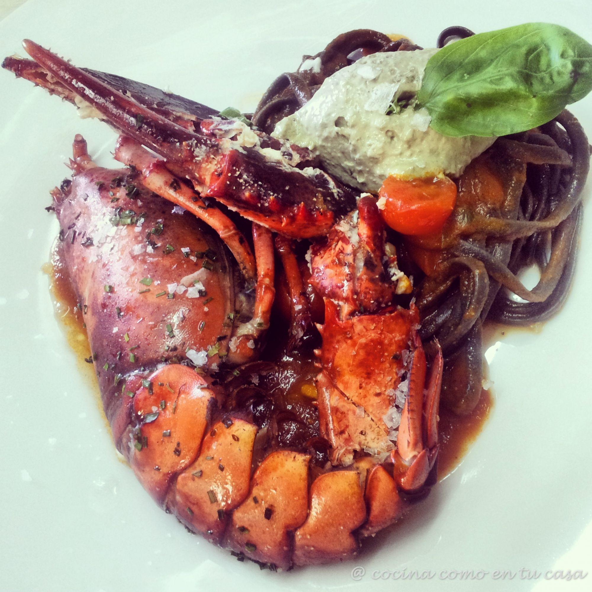 Lobster asado pasta negra en salsa de tomate y mayonesa - Salsa de tomate y nata ...