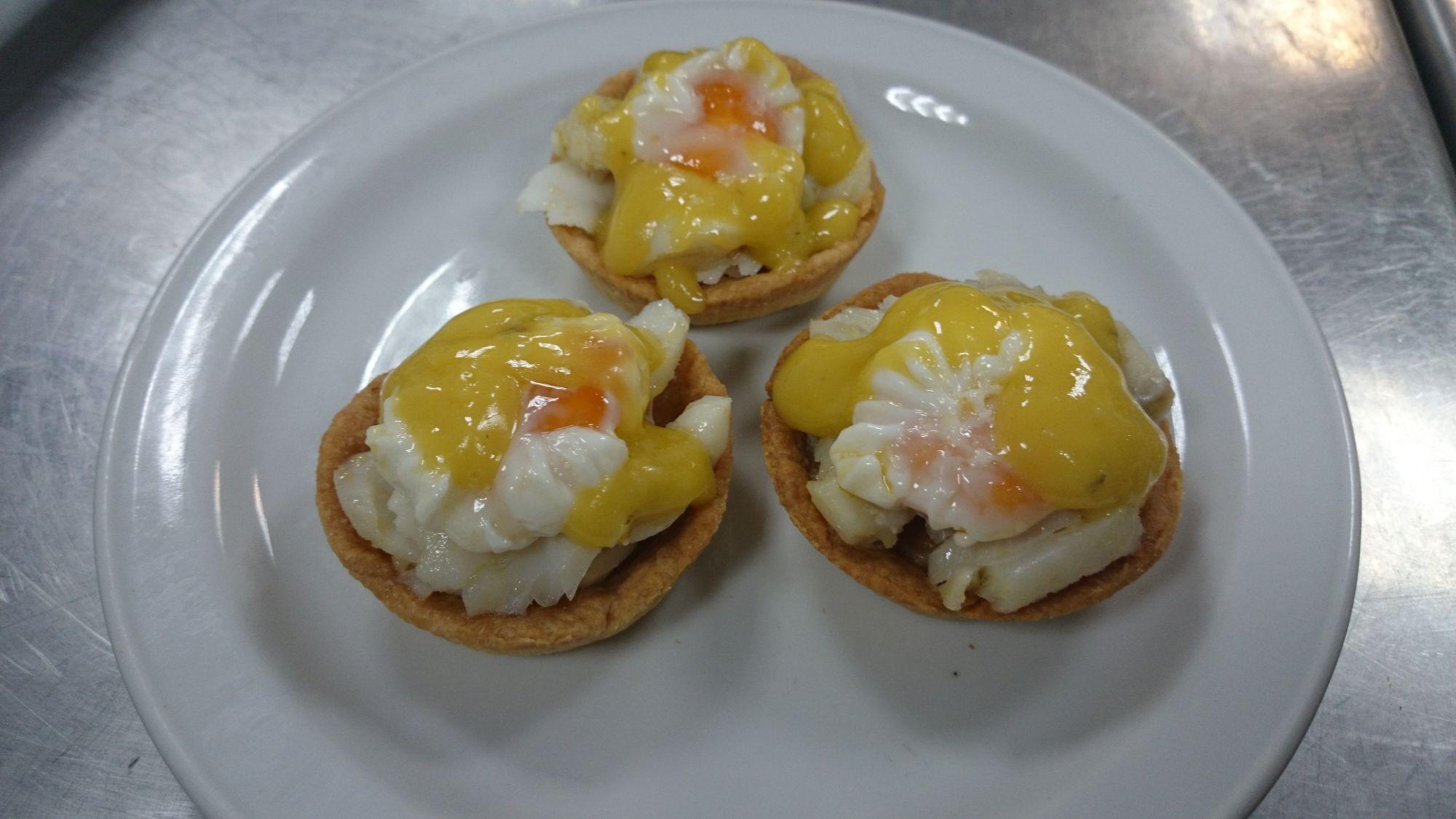 Tartaleta con bacalao al pil pil y huevo poch de codorniz - Aperitivos con bacalao ...