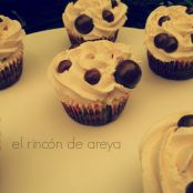 Cupcakes de chocolate y vainilla decorados