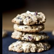 Cookies de avena, chocolate blanco y frutas del bosque