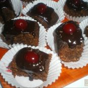 Brownies de chocolate, nueces y cerezas