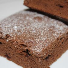 Brownie casero de chocolate con nueces