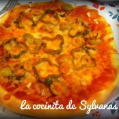 Pizza vegetal con borde de queso