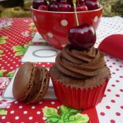 Cupcakes de chocolate y cerezas