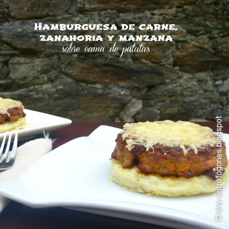 Hamburguesas de carne zanahoria y manzana sobre cama de for Cama hamburguesa