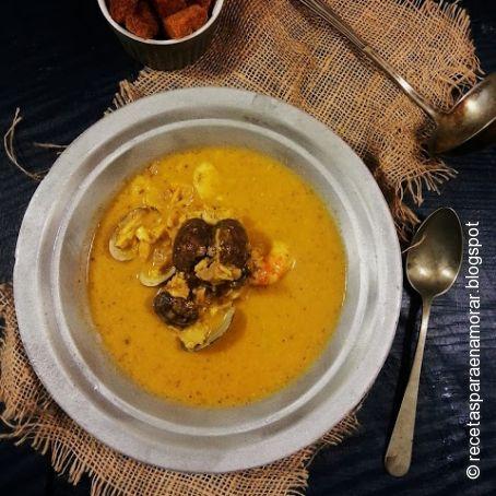 sopa de pescado con almejas y gambas