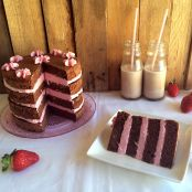 Layer cake de chocolate y crema de fresas