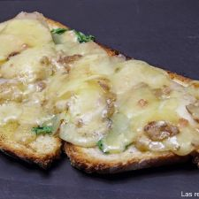 Tosta de queso Stilton y pera (Lockets savoury)