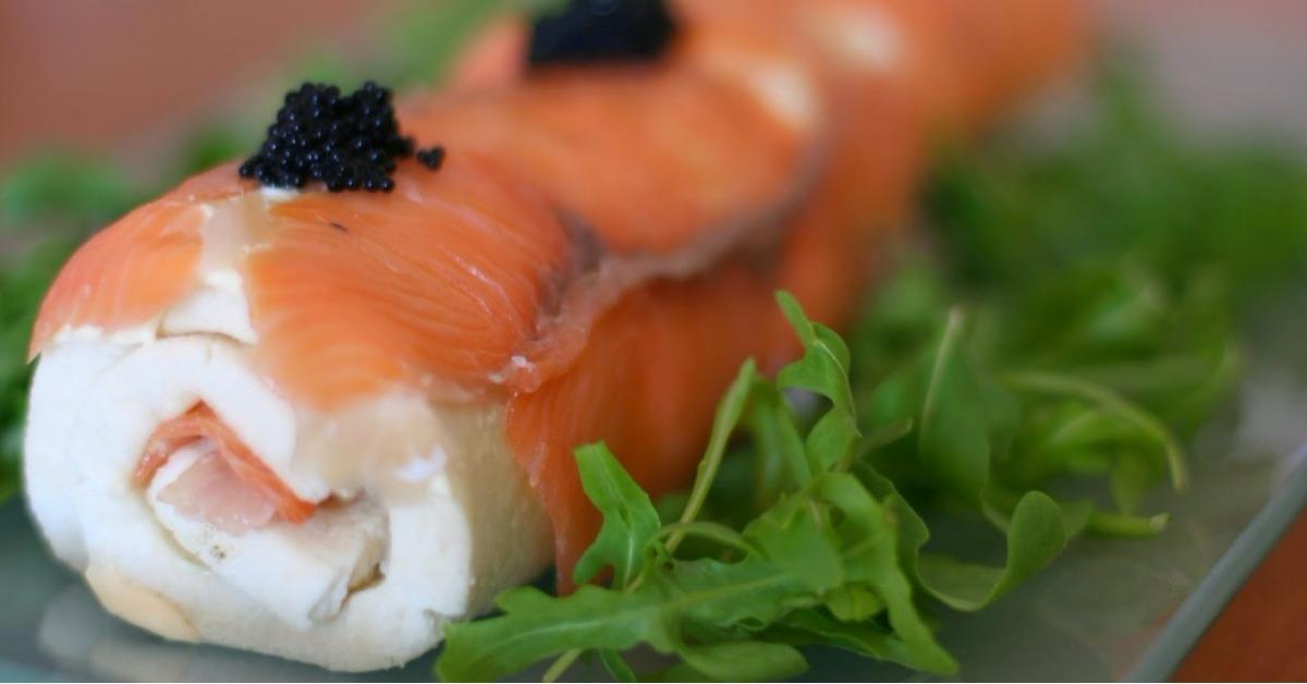 As es como se prepara el famoso sushi tramposo de salm n for Como se cocina el salmon