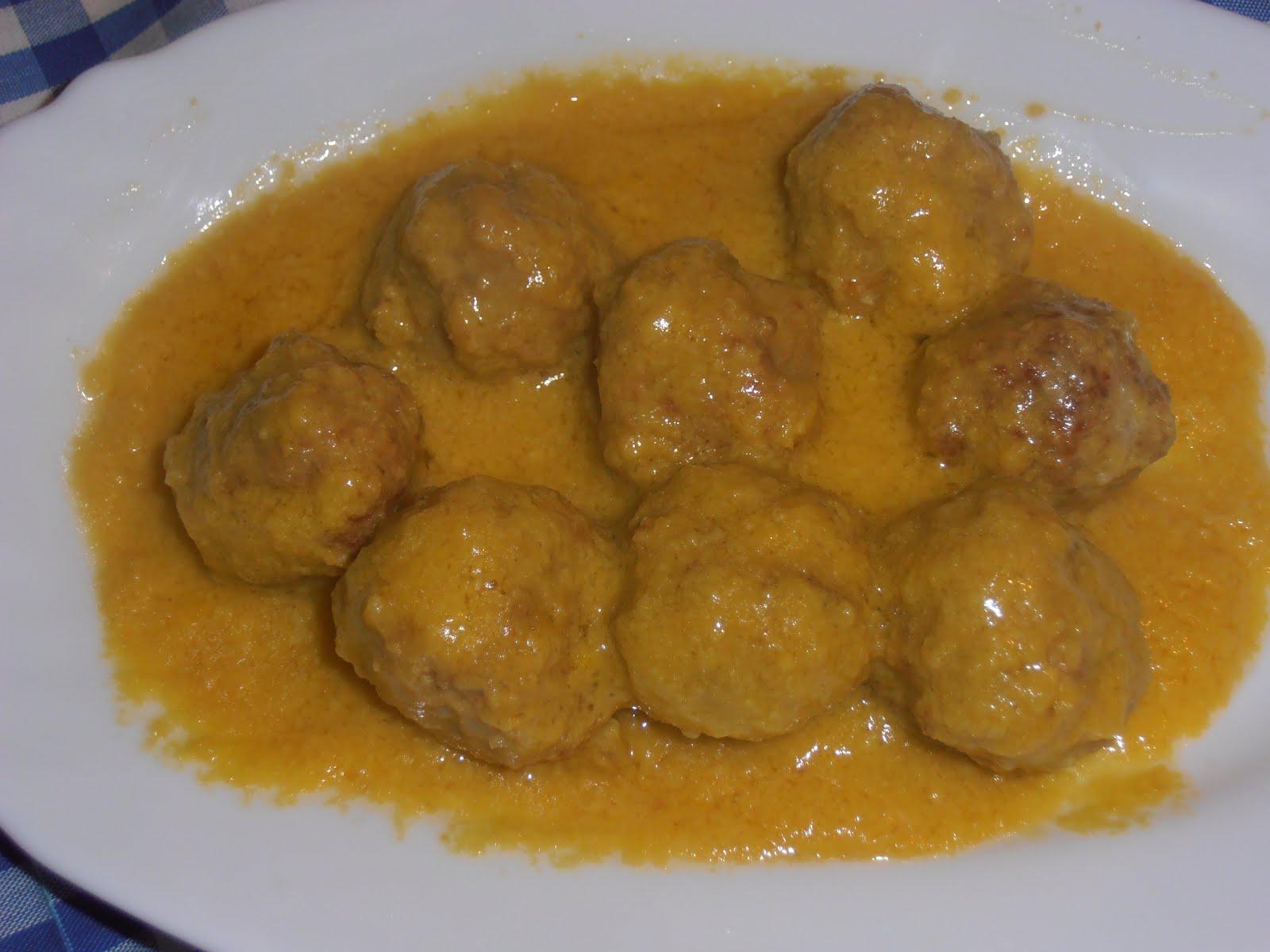 Alb ndigas en salsa de almendras f cil 4 5 - Albondigas de patata ...