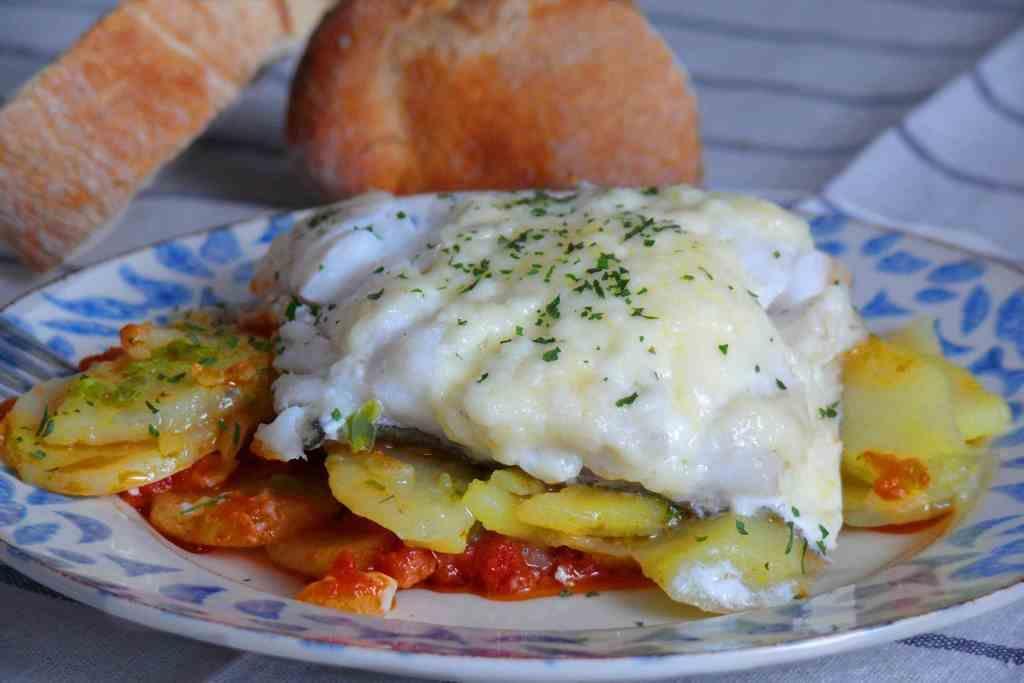 Bacalao con tomate y patatas panaderas 4 6 5 - Bacalao con garbanzos y patatas ...