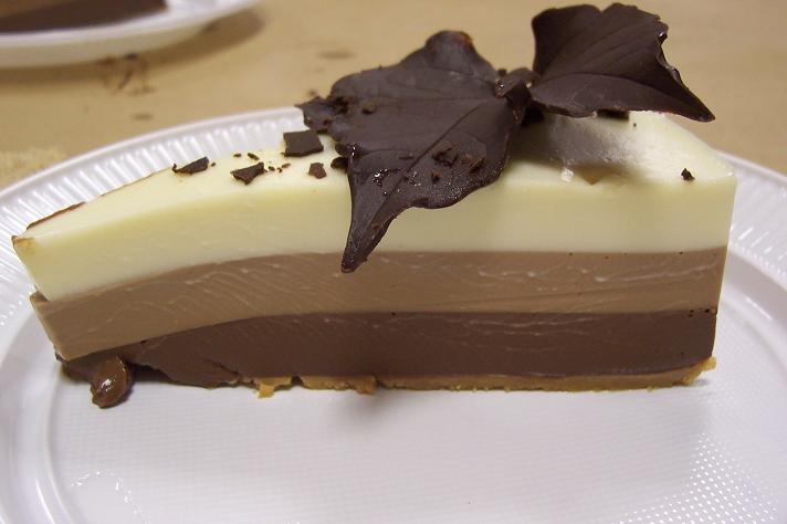 tarta de tres chocolates con gelatina