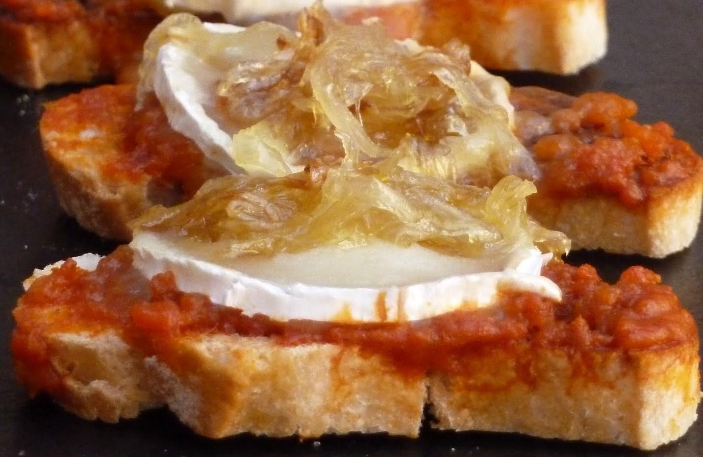 Tosta De Sobrasada Rulo De Cabra Y Cebolla Confitada 375